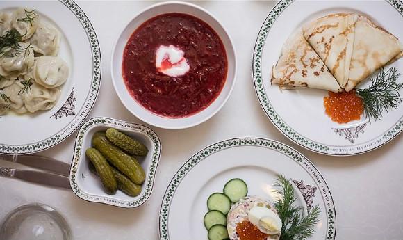Скидка 50% на всё меню и напитки в ресторане русской кухни «Колесо» в центре города