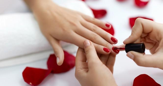 Скидки до 85% на ногтевой сервис в 2 салонах рядом с метро в Сеть салонов красоты «Сан-Тропе», La Chocolate
